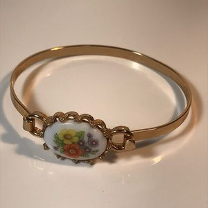 "Vintage Avon bracelet 6 1/2"""